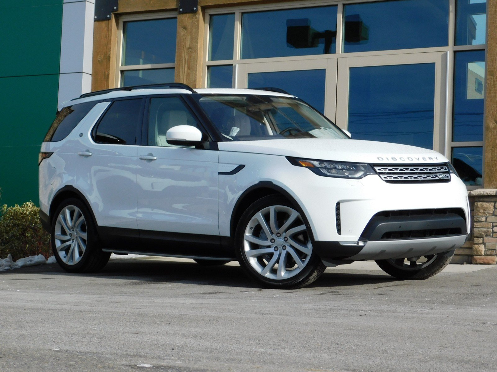 New 2019 Land Rover Discovery Hse Luxury Sport Utility In